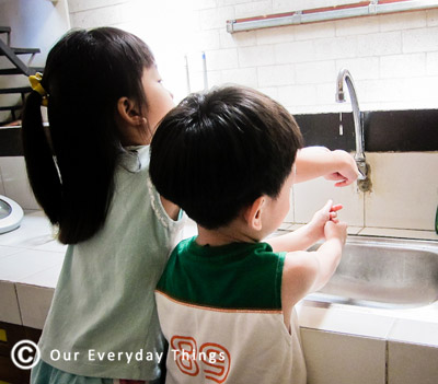 Can prevent the spread of germs and dettol no touch hand wash system